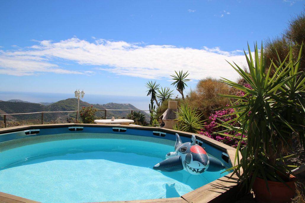 Mariposa Holidays pool